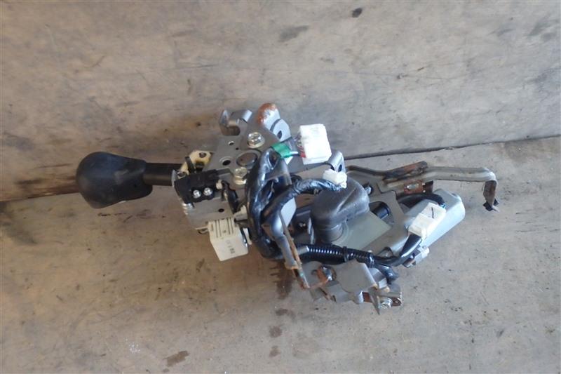 Рычаг переключения кпп Nissan Serena C25 MR20DE 2009