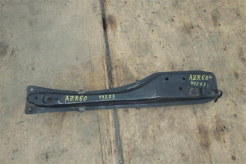 Балка продольная Toyota Noah AZR60 1AZ-FSE 2002 передняя