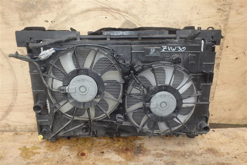 Радиатор Toyota Prius ZVW30 2ZR-FXE 2013