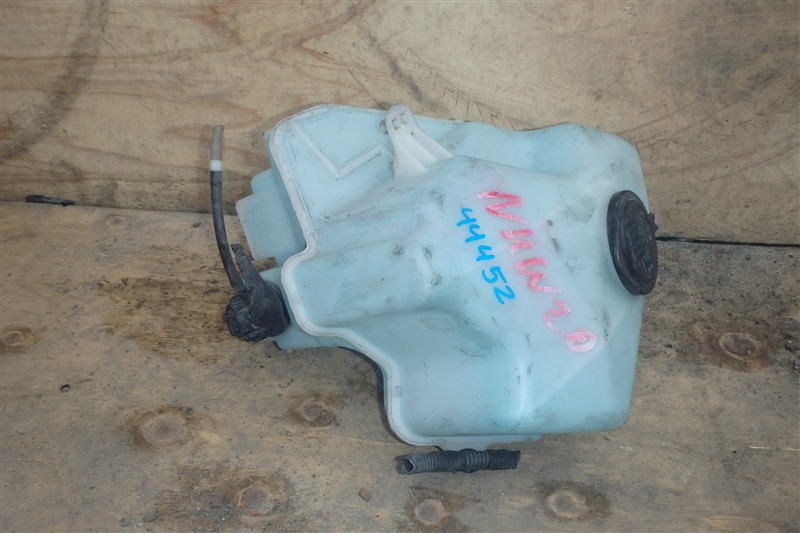 Бачок омывателя Toyota Prius NHW20 1NZ-FXE
