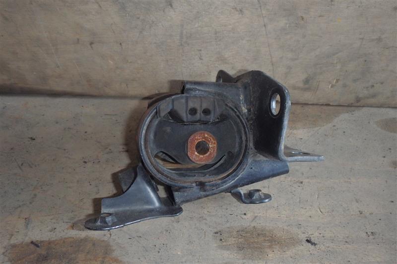 Подушка двигателя Toyota Noah AZR60 1AZ-FSE 2002 левая