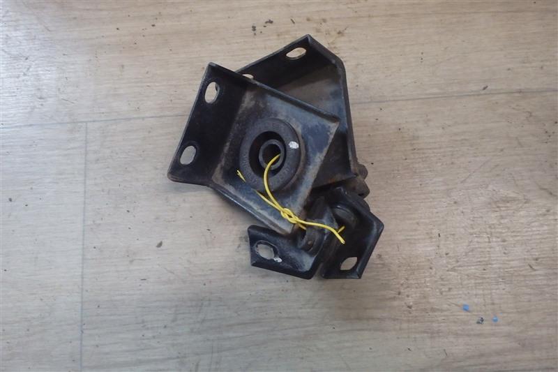Крепление радиатора Nissan Serena C25 MR20DE 2009