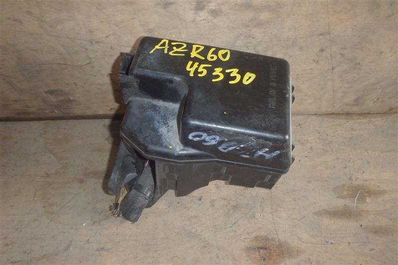 Блок предохранителей Toyota Noah AZR60 1AZ-FSE 2002