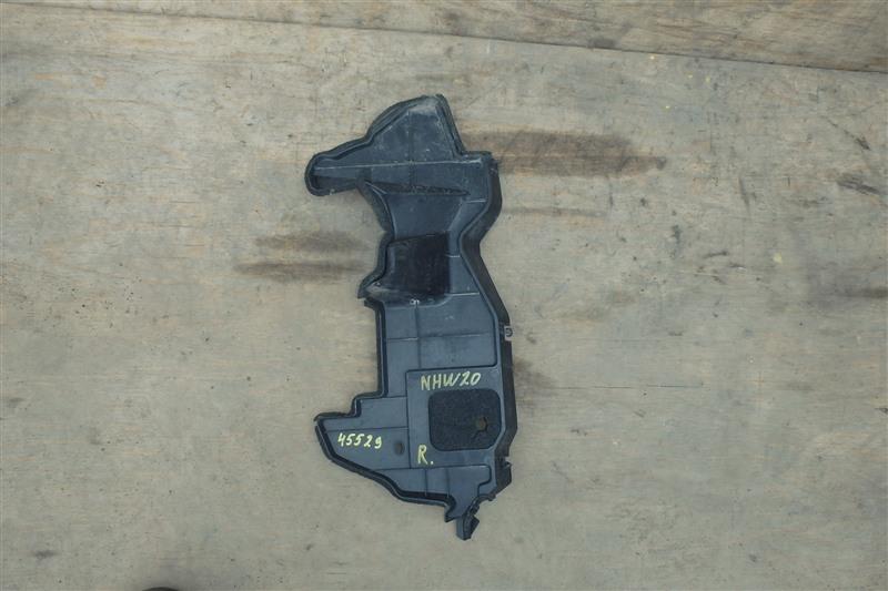 Дефлектор радиатора Toyota Prius NHW20 1NZ-FXE правый
