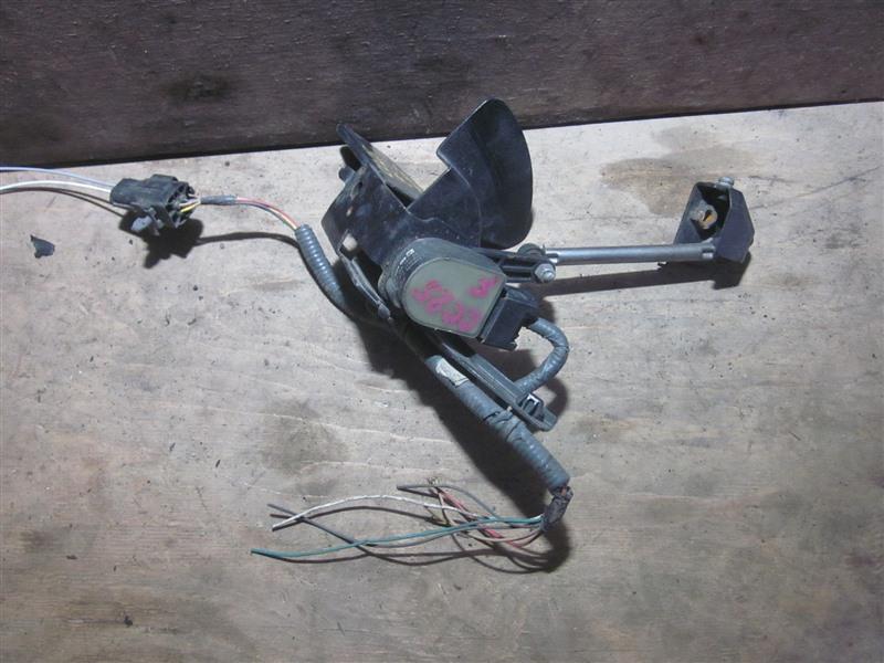 Датчик контроля высоты Nissan Serena CC25 MR20DE 2009 передний