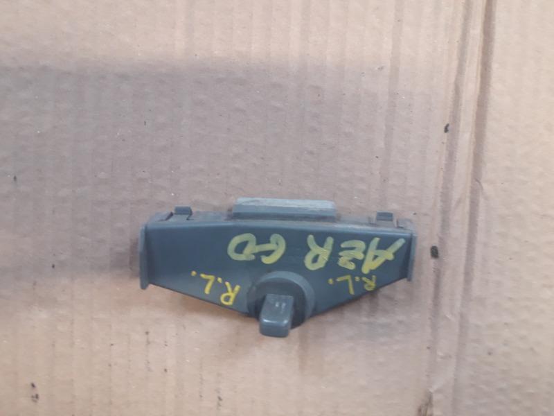 Крепление бампера с крыла Toyota Noah AZR60 1AZ-FSE заднее левое