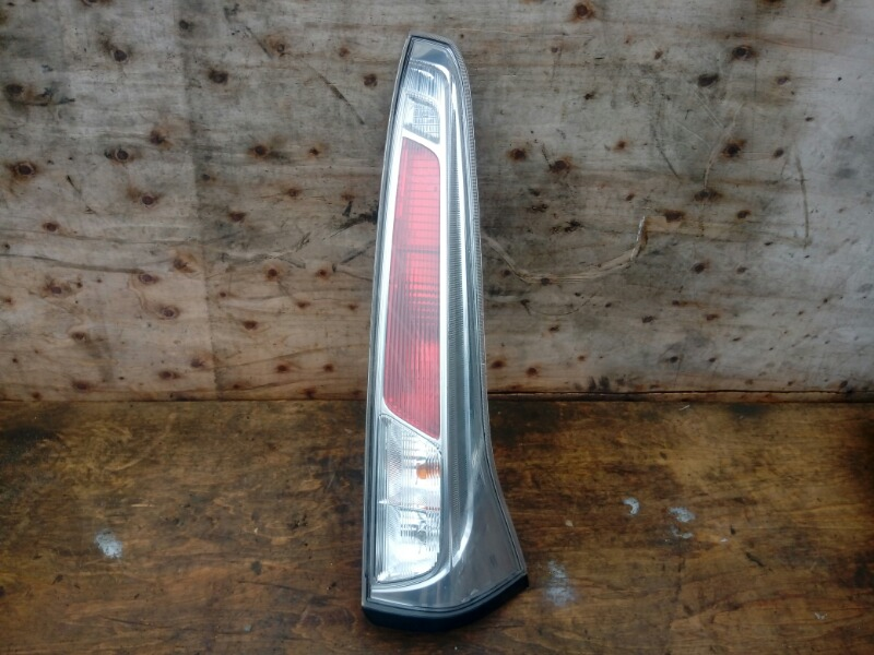 Стоп Nissan Serena NC26 MR20DD 2012 задний правый