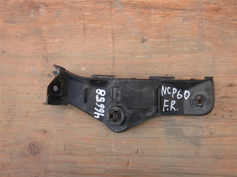Крепление бампера с крыла Toyota Ist NCP60 2NZ-FE 2002 переднее правое