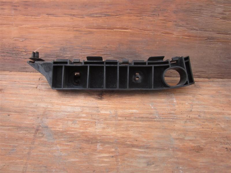Крепление бампера с крыла Honda Mobilio Spike GK1 L15A 2007 переднее правое