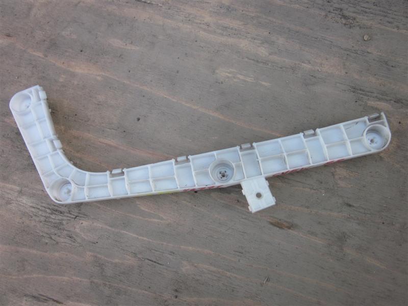 Крепление бампера с крыла Mitsubishi Delica D5 CV5W 4B12 2007 заднее правое