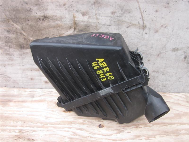 Корпус воздушного фильтра Toyota Noah AZR60 1AZ-FSE 2004