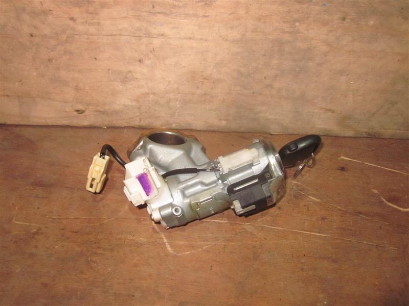 Замок зажигания Toyota Noah AZR60 1AZ-FSE 2004