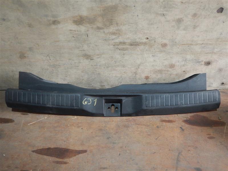 Накладка замка багажника Honda Airwave GJ1 L15A 2007