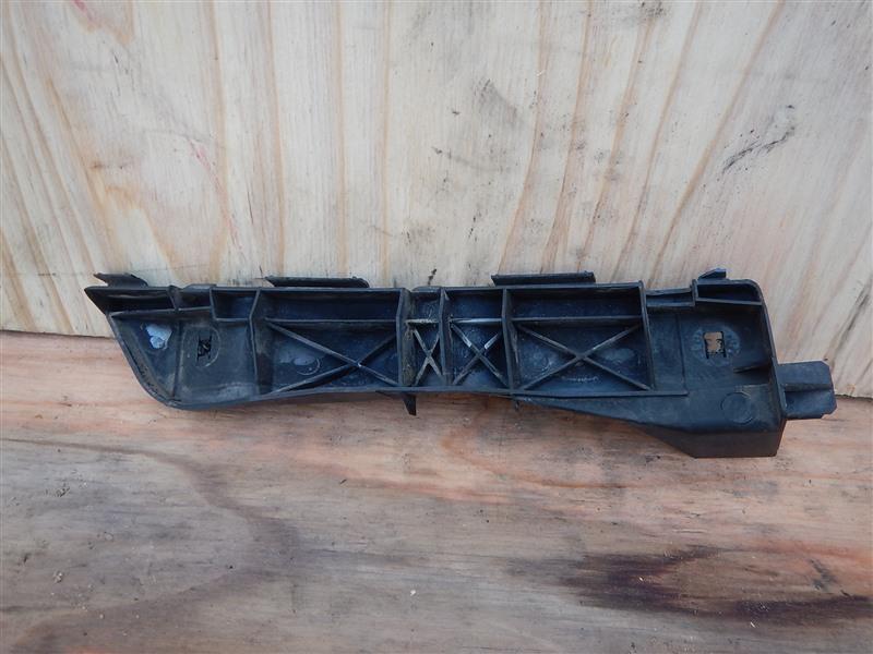 Крепление бампера с крыла Toyota Avensis AZT250 1AZ-FSE 2005 переднее правое