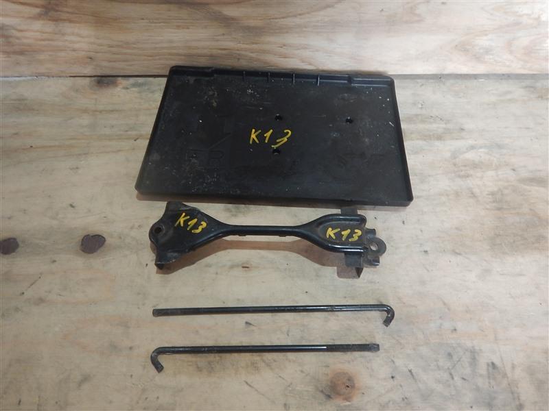 Крепление аккумулятора Nissan March K13 HR12DE 2010