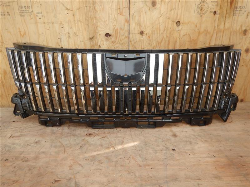 Решетка радиатора Toyota Esquire ZRR80 3ZR-FAE верхняя