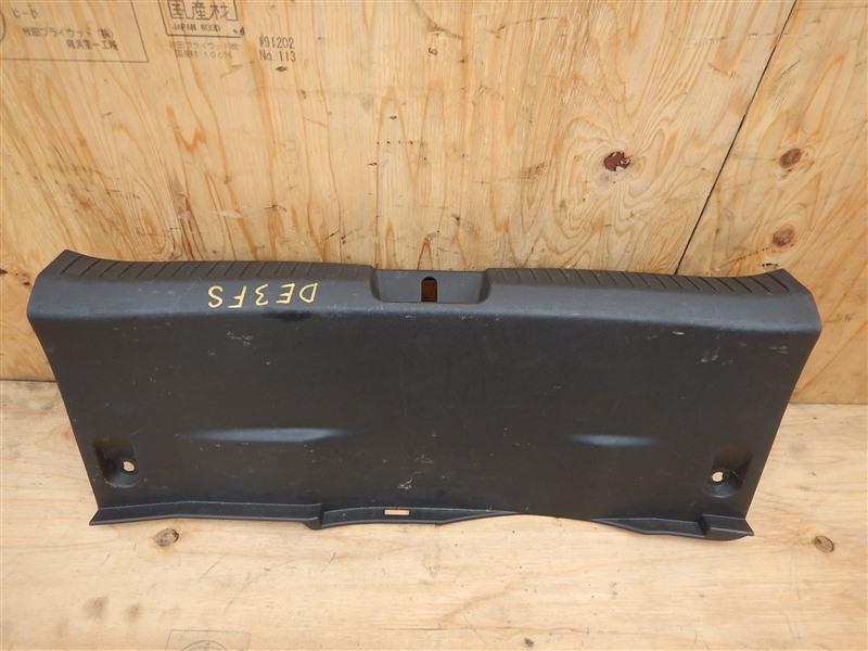 Накладка замка багажника Mazda Demio DE3FS ZJ 2012