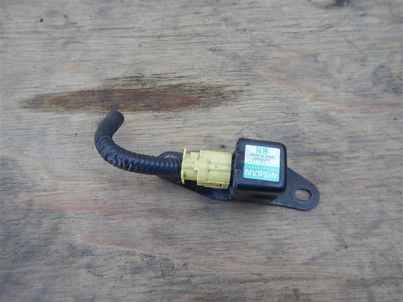 Датчик airbag Nissan Cube BNZ11 CR14DE 2002 передний правый