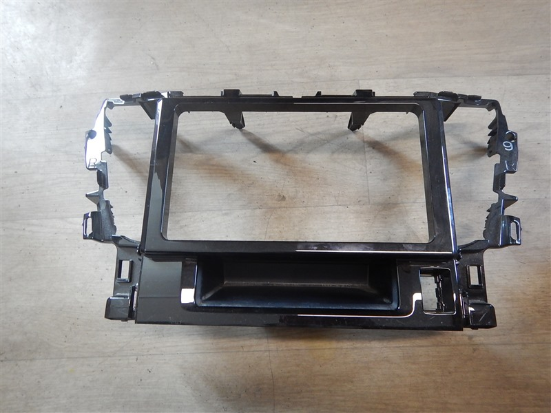 Консоль магнитофона Toyota Alphard AGH30 2AR-FE