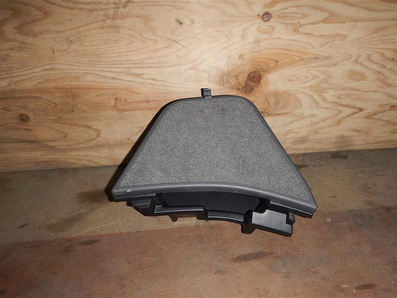 Ящик в багажник Toyota Prius NHW20 1NZ-FXE 2006 левый