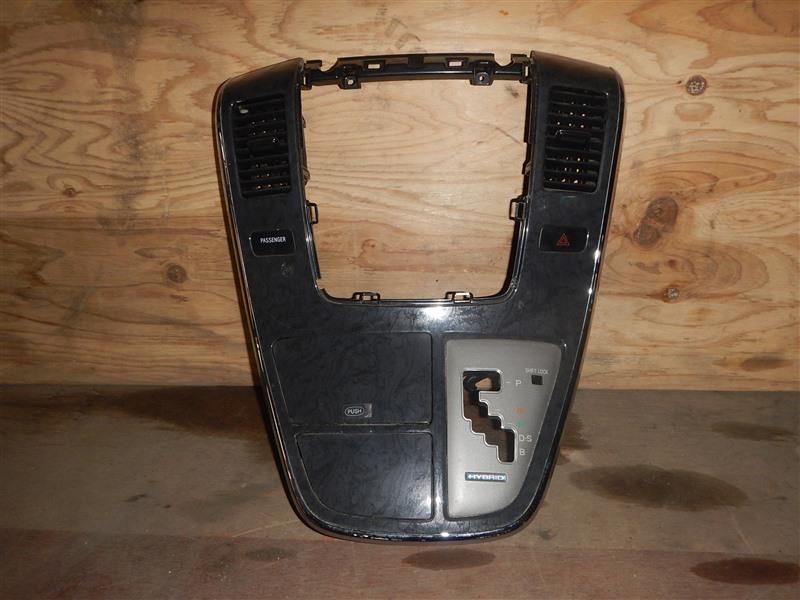 Консоль магнитофона Toyota Alphard ATH10 2AZ-FXE