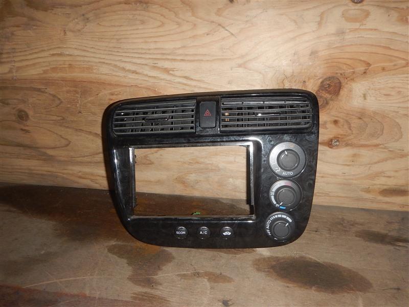 Консоль магнитофона Honda Civic ES9 LDA 2002
