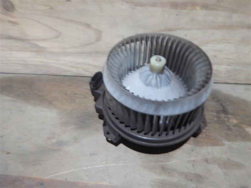 Мотор печки Toyota Sai AZK10 2AZ-FXE 2011