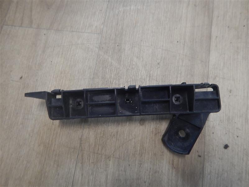 Крепление бампера с крыла Mitsubishi Colt Z27A 4G15 2003 переднее правое