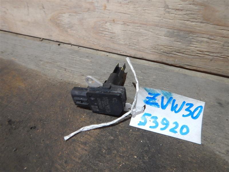 Датчик расхода воздуха Toyota Prius ZVW30 2ZR-FXE 2012