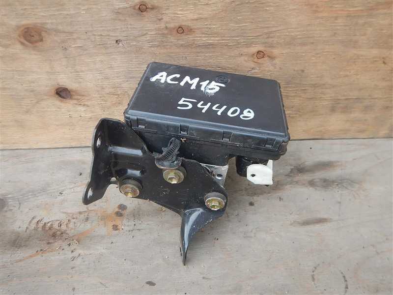 Блок abs Toyota Gaia ACM15 1AZ-FSE