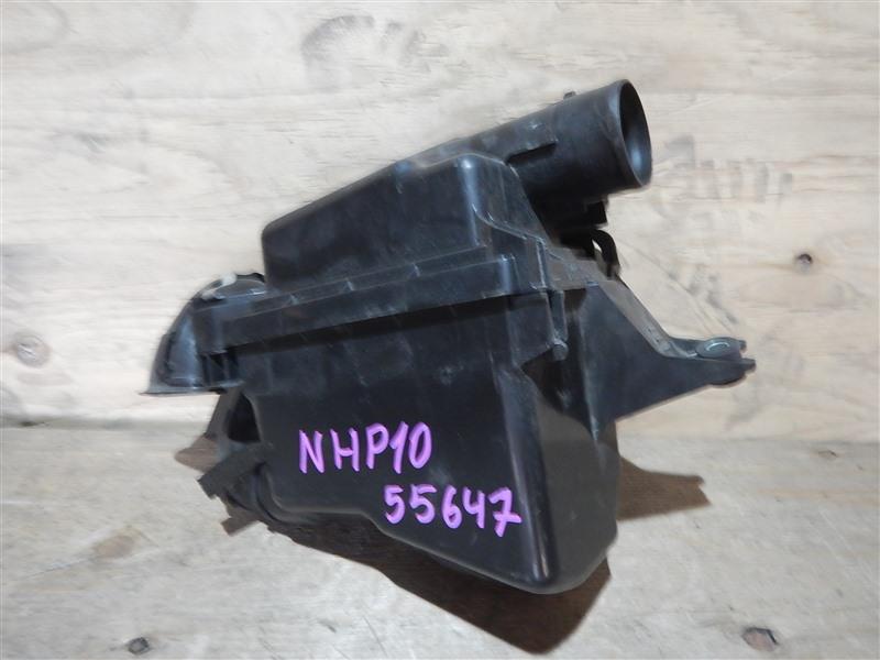 Корпус воздушного фильтра Toyota Aqua NHP10 1NZ-FXE