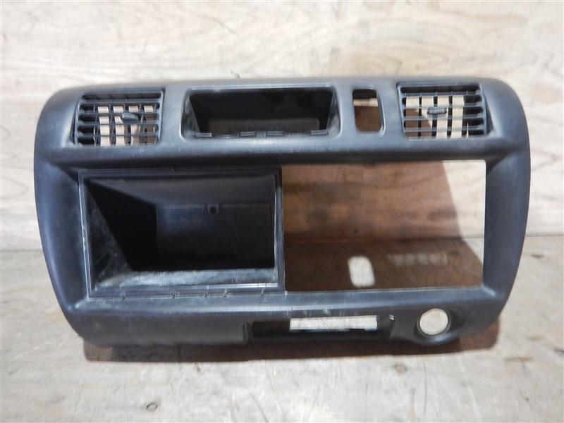 Консоль магнитофона Mazda Bongo SKF2V RF-TE