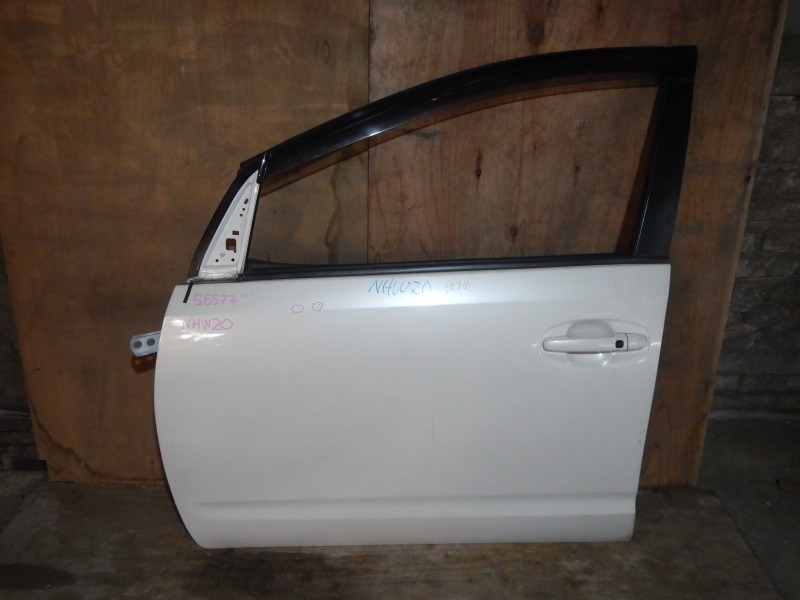 Дверь Toyota Prius NHW20 1NZ-FXE передняя левая