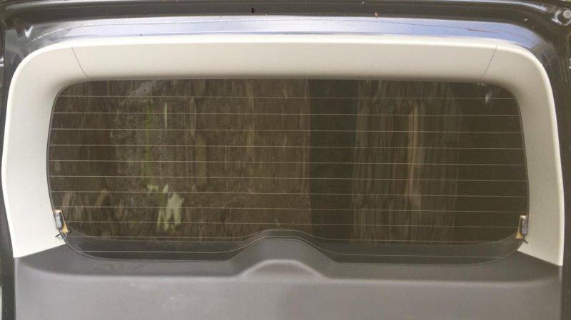 Обшивка двери багажника Suzuki Grand Vitara TD54W J20A 2005 верхняя
