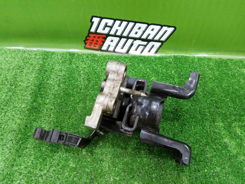 Подушка двигателя правая NOAH ZWR80 2ZR-FXE