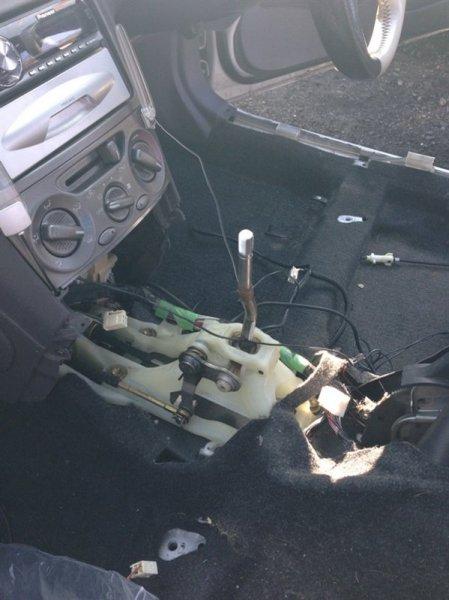 Рычаг переключения кпп Toyota Celica ZZT230 1ZZ-FE 2001 белый 1045