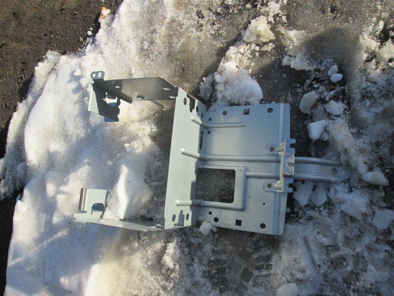 Крепление магнитофона Nissan Skyline NV35 VQ25DD 2002 1137