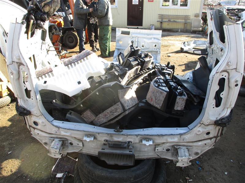 Тазик железный Toyota Corolla Rumion ZRE152 2ZR-FE 2007 белый 040 1247
