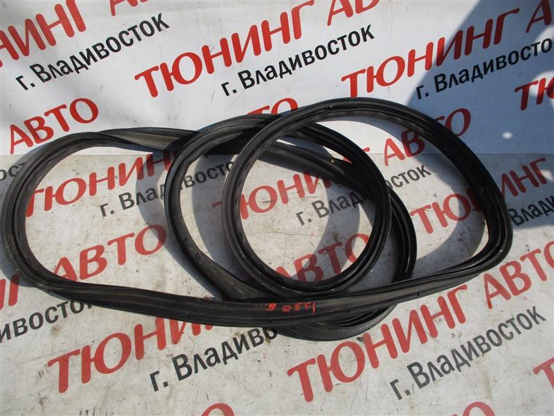 Уплотнительная резинка багажника Toyota Blade AZE156H 2AZ-FE 2007 серебро 1c0 1250