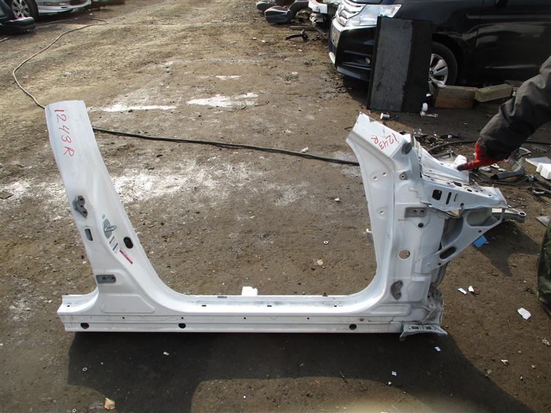 Порог кузова Toyota Mark X GRX130 4GR-FSE 2010 правый белый 062 1243