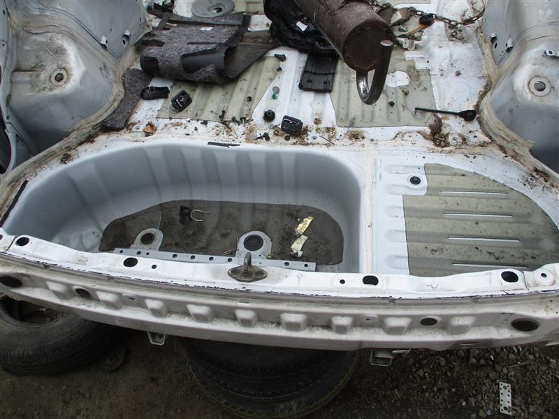 Тазик железный Toyota Ipsum ACM26W 2AZ-FE 2004 белый 040 1277