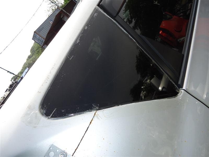 Стекло собачника Toyota Ractis NCP120 1NZ-FE 2011 правое 1293