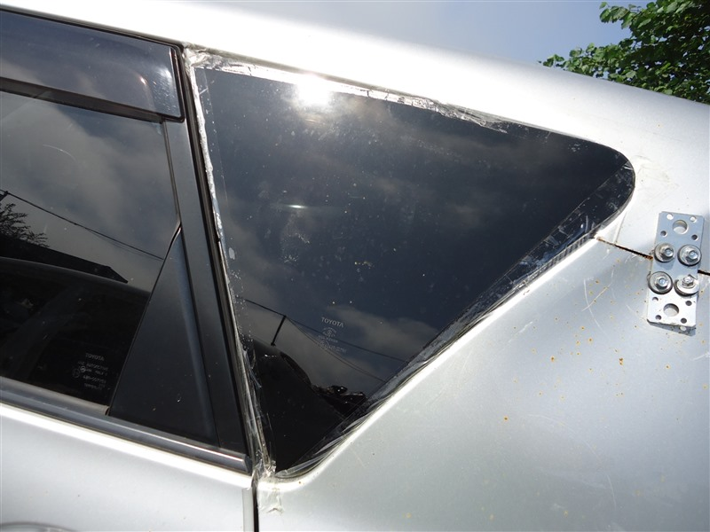 Стекло собачника Toyota Ractis NCP120 1NZ-FE 2011 левое 1293