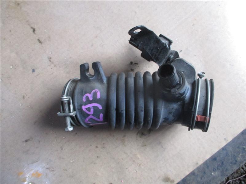 Патрубок воздушн.фильтра Toyota Ractis NCP120 1NZ-FE 2011 1293