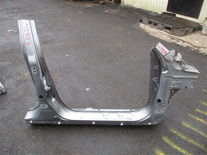Порог кузова Honda Crv RD7 K24A 2005 правый серый nh691m 1299