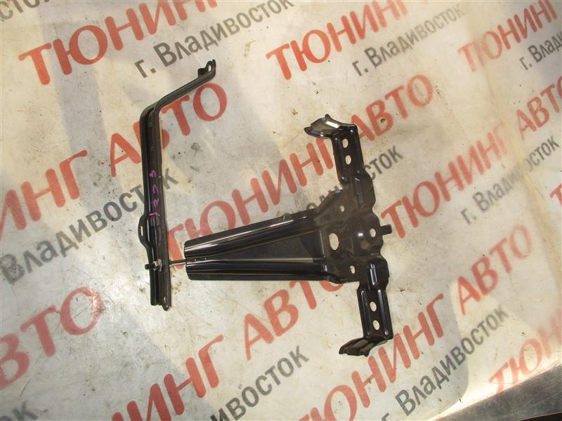 Крепление аккумулятора Toyota Prius Alpha ZVW41 2ZR-FXE 2012 1323