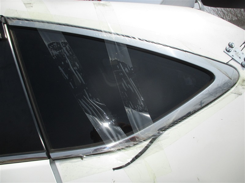 Стекло собачника Honda Crv RM4 K24A 2012 левое 1336