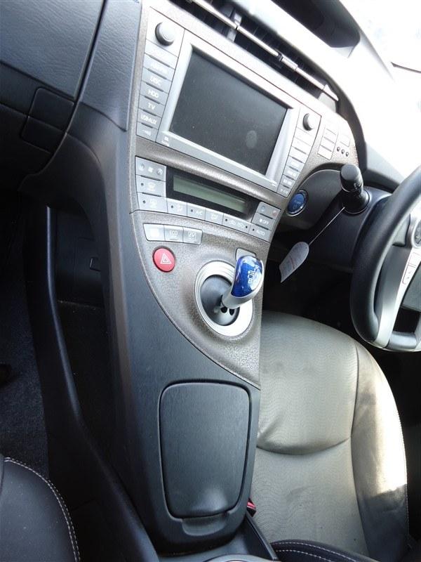 Консоль кпп Toyota Prius ZVW30 2ZR-FXE 2013 1337