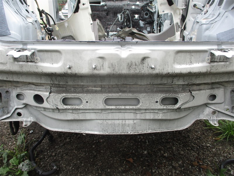 Тазик железный Toyota Prius ZVW30 2ZR-FXE 2012 белый перламутр 070 1348