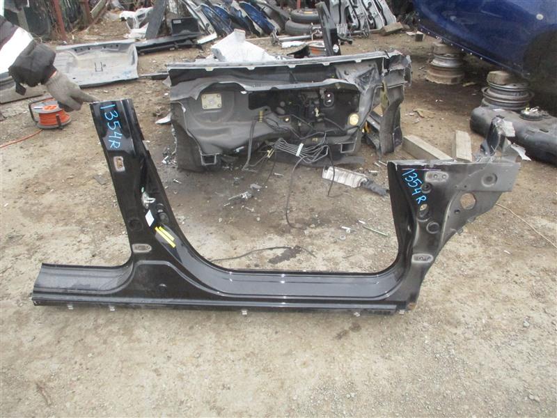 Порог кузова Honda Airwave GJ1 L15A 2008 правый черный nh731p 1354